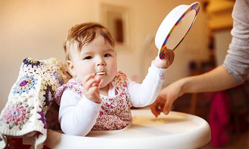 Bir çocuğu beslemeye nasıl başlayabilirsiniz
